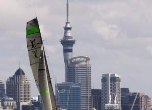 La grande vela arriva a Auckland